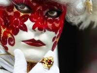 Duel medieval la Venetia: criza economica vs carnavalul traditional!