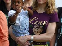 Madonna a depus actele pentru adoptia unui copil din Malawi