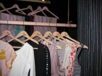 Invata cum sa iti reinventezi garderoba cu hainele din anii trecuti