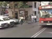 SOCANT! Lovit in plin pe trecerea de pietoni de un autobuz