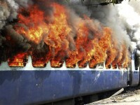 Incendiu pe calea ferata. O locomotiva a luat foc, iar o femeie s-a panicat