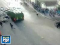 Imagini socante. Egipteni loviti in plin de masinile fortelor de ordine