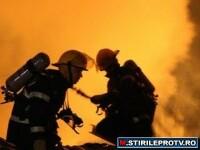 Incendiu de proportii la Bacau. O cladire s-a transformat in ruina