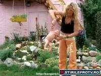 Baby-yoga: rusii isi smucesc si arunca copiii. Tu ai fi in stare? VIDEO