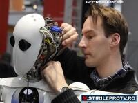 Roboti inteligenti: iti pun gresie in baie si iti curata piscina