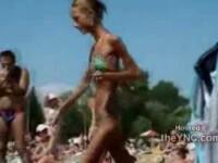 Piele si os. Marimea XXS ii e mare! Intoarce privirile tuturor de pe plaja