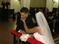 Asta chiar e o nunta ratata. Ce a patit acest mire chiar in timpul slujbei. VIDEO
