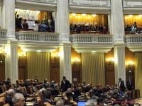 Scandal in Parlament. Deputatii PSD au stat in balcoane si i-au enervat pe cei din PDL
