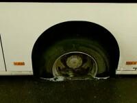 O victima de calibru a strazilor din Capitala. Un autobuz, blocat zeci de minute intr-o groapa