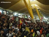 Confruntari violente intre grevisti ai companiei Iberia si politie, pe aeroportul din Madrid. VIDEO