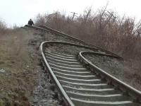 Alunecari de teren in Galati. O linie de cale ferata a fost contorsionata pe o lungime de 500 metri