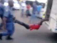 VIDEO SOCANT. Un taximetrist, linsat de politisti pentru ca a parcat ilegal in Africa de Sud