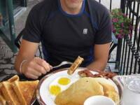 Ce a gasit un barbat in micul dejun cu care si-a tratat mahmureala.
