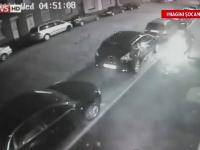 CAMERA DE SUPRAVEGHERE. Un barbat a vrut sa incendieze o masina, insa a ajuns sa isi dea singur foc