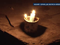 Un copil de 14 ani a murit electrocutat. Baiatul s-a chinuit sa lege ilegal fire electrice ca sa aiba curent