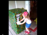 O fetita in varsta de trei ani din SUA a primit un cadou inedit. Ce se afla in cutia primita