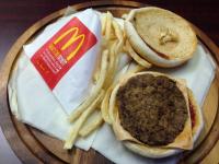 Un Cheeseburger si o portie de cartofi prajiti, vechi de doi ani. Gestul anti fast food al unui medic din Statele Unite