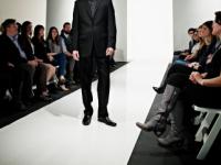 Povestea de viata a primului model cu picior amputat care va urca pe catwalk. I-a rugat pe medici sa-l scape de suferinta