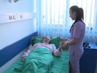 Bolnavii romani, tratati in spitale de voluntari. Motivul pentru care nu se fac angajari, in ciuda lipsei acute de personal