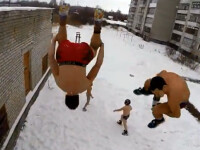 Cativa rusi s-au filmat in timp ce sareau, pe jumatate goi, de pe cladiri inalte, in zapada. Acum sunt cautati de politie