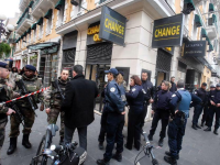 Trei militari francezi care pazeau un centru evreiesc au fost injunghiati in Nisa. Agresorul a fost prins