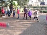 Jocurile copilariei din spatele blocului devin tot mai mult doar o amintire. Unde se mai joaca tinerii