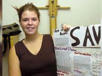 Cine este Kayla Mueller, ultimul cetatean american, tinut ostatic de SI. Fata ar fi murit in urma unui raid iordanian