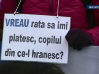 Romanii cu credite in franci au protestat din nou in strada. L-au criticat pe Isarescu si au amenintat ca vor boicota bancile