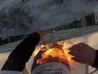 Un cascador din Rusia si-a dat foc, apoi s-a aruncat de pe un bloc de 9 etaje. Cum s-a terminat cascadoria periculoasa