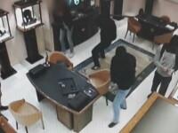 Sapte romani au fost arestati in Italia pentru furturi din magazine de bijuterii. Politia a publicat imagini cu acestia