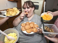 Cantarea 360 de kilograme, mananca 20.000 de calorii zilnic si viseaza din nou sa devina cea mai grasa femeie din SUA: FOTO