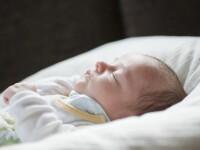 Un bebelus de trei luni a murit dupa ce a dormit cu mama sa in pat. Care a fost cauza invocata de legist
