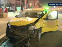 Doua taximetre s-au izbit violent intr-o intersectie din Capitala. Urmarile accidentului