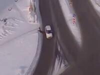 O pensionara a supravietuit miraculos dupa ce a fost aruncata in aer de o masina, pe o strada alunecoasa. VIDEO
