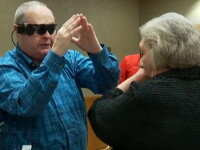 Reactia unui barbat orb cand isi vede sotia pentru prima oara in 10 ani cu ajutorul unui ochi bionic. VIDEO