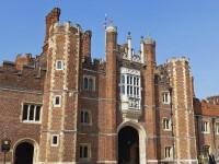 Stafia care bantuie palatul dinastiei Tudorilor, pozata cu mobilul de o eleva.