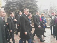 Klaus Iohannis, intampinat cu urale de studentii din Chisinau: