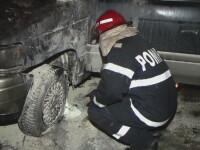 O masina a luat foc intr-o parcare din Timisoara. Proprietarul sustine ca incendiul a fost provocat intentionat