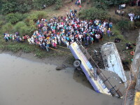 41 de morti si 26 de raniti, intr-un accident de autobuz produs intr-un oras din India
