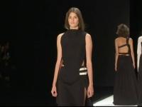 Noua colectie a Verei Wang, inspirata de armuri si costume de scrima. Cum arata tinutele prezentate la New York Fashion Week