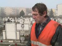 Ce se intampla noaptea in acest cimitir din Arad. Oamenii nu stiu ce sa mai faca: