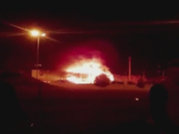 Incendiu cu necunoscute in parcarea unui abator din Buzau. Un TIR si alte doua autoturisme s-au facut scrum