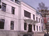 Decizia lui Robert Negoita de a transforma scoala-monument in primarie, contestata de ONG-uri. Cum se apara edilul de la 3