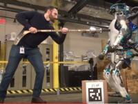 Robotul care deschide usi, isi mentine echilibru si se ridica singur in picioare. Cum arata noua versiune a lui Atlas