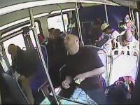 Momentul in care politistii americani salveaza un barbat care a luat o supradoza de heroina intr-un autobuz. VIDEO
