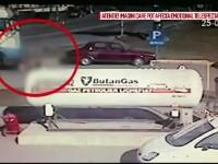 Momentul socant in care un sofer de TIR calca un batran, il scoate de sub roti si il abandoneaza pe asfalt