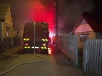 Casa unei familii cu 16 copii, distrusa de incendiu a doua oara, in doi ani. Proprietarii sustin ca focul a fost pus