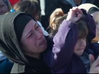 Sute de refugiati, in pragul disperarii la granita Greciei cu Macedonia.