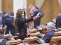 Deputata PSD Andreea Cosma, selfie cu protestul din Parlament. Este inculpata pentru complicitate la abuz in serviciu