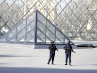 Premierul francez: Atacul de la Luvru este unul terorist. Suspectul, fotografiat de un turist in timp ce se afla in muzeu